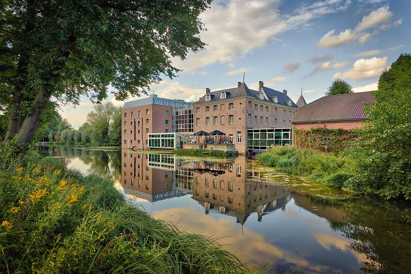 Tegelen Chateau Holtmule rijksmonument en Hotel in  noord Limburg van Twan van den Hombergh