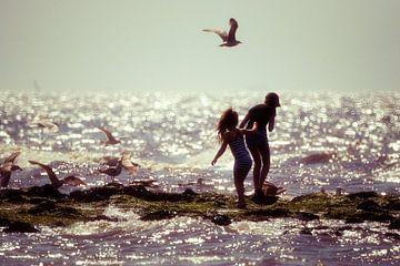 Kinderen op het strand. van Paolo Gant