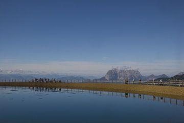 Hemelsblauw meer in Oostenrijk  van Ronald De Neve