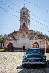 Oldtimer voor de kerk van