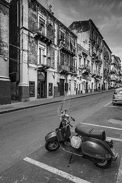 Scooter op straat Sicilië