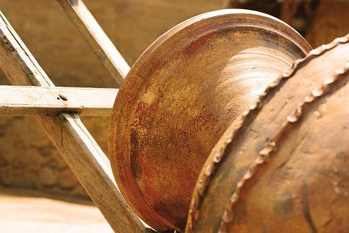 Bruine vaas liggend van