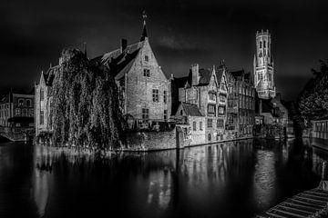 Brugge by night van Jim De Sitter
