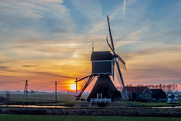 Die Bonrepas-Mühle in der Vogelperspektive während des Sonnenaufgangs von Stephan Neven
