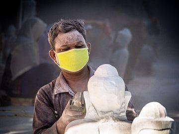 Myanmar - Mandalay - Herstellung einer Buddha-Statue von Rik Pijnenburg