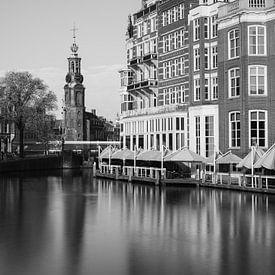 Amsterdamse architectuur, zwart en wit. Munttoren. van Lorena Cirstea