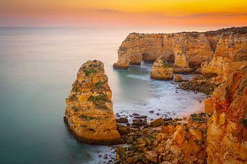 Rotskust in het zuiden van Portugal van Chris Stenger