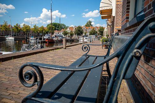 Uitzicht vanaf een bankje in de oude haven van Blokzijl.