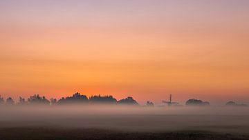 Platteland op een miste ochtend 2 van Percy's fotografie