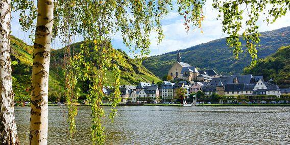 The Picturesque Wine Village Beilstein on the Moselle van Gisela Scheffbuch