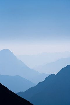 De blauwe bergen No.2 van Jesse Barendregt
