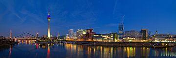 Düsseldorf Rheinturm von Volker Banken