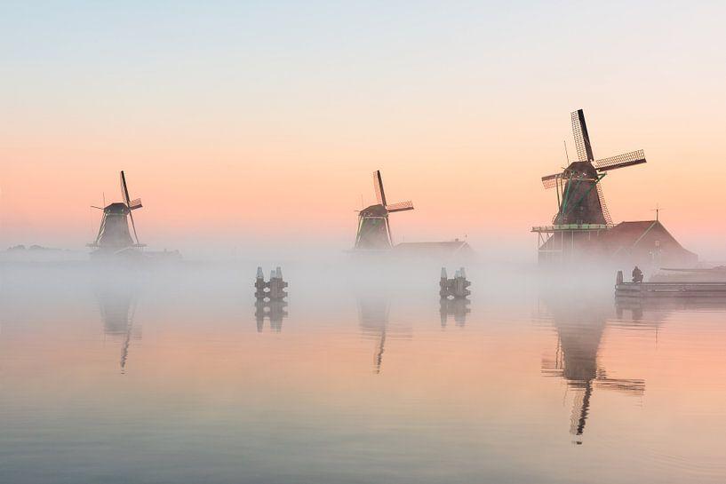 Zaanse molens in mist van Pieter Struiksma