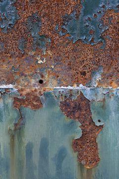 Detail van roestige container met turquoise kleur van Danielle Roeleveld