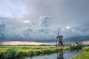 Windmolen met onweersbui van Menno van der Haven