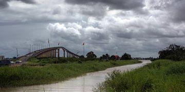 Wijdenboschbrug Suriname van Peter Reijners