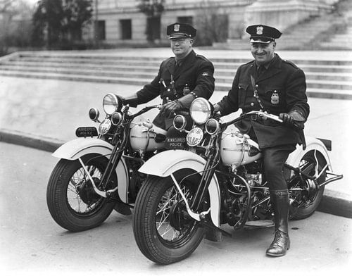 two policemen Harley Davidson van
