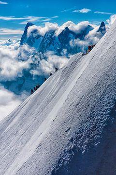 Bergbeklimmers op de Aguille du midi in de franse alpen bij Chamonix. Wout Kok One2expose van