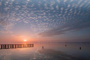 zonsopkomst aan het water van René Wolters