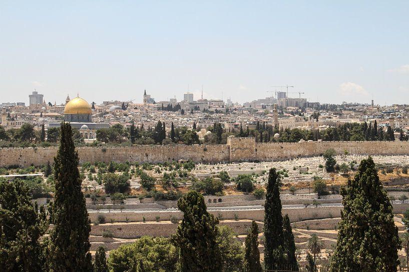 Uitzicht op de oude stad - Jeruzalem van Lotte Sukel