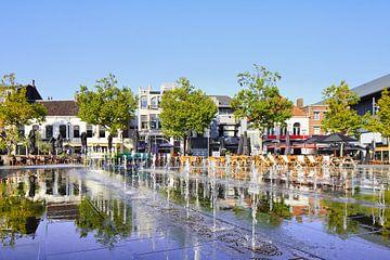 Zonovergoten Heuvel plein met waterstralen in Tilburg van Tony Vingerhoets