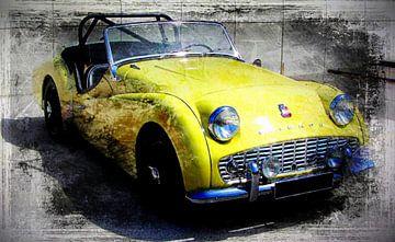 Gele Triumph Oldtimer  van Nicky`s Prints