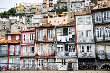 Farbige Häuser in Porto von Monique Tekstra-van Lochem
