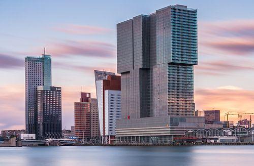 De Rotterdam bij zonsondergang