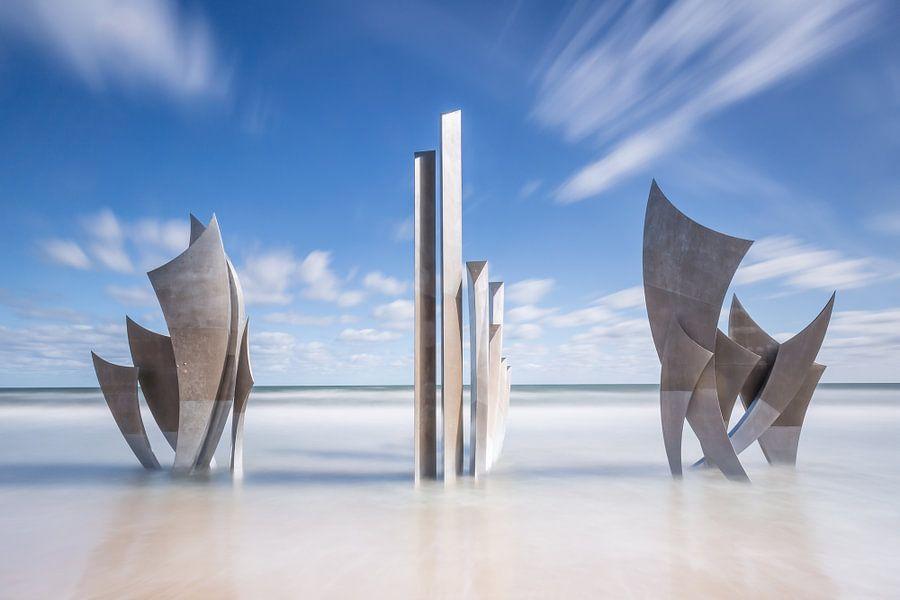 Monument Les Braves in de zee van Omaha Beach Normandië Frankrijk