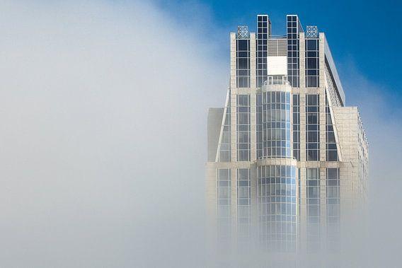 Millenniumtoren in de mist, Rotterdam van Martijn Smeets