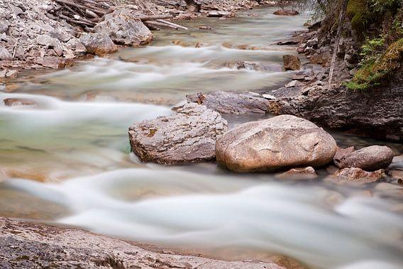 Silky waters of Canada van Ellen van Drunen