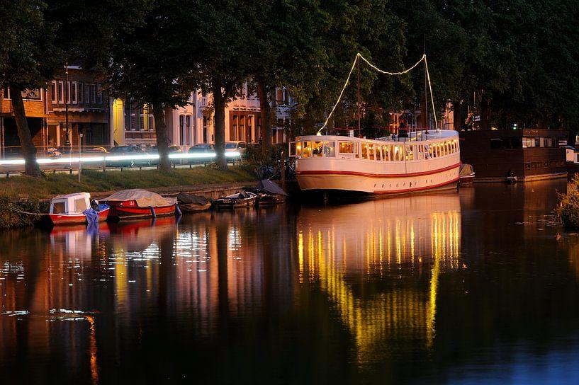 Culture Boat aan Wittevrouwensingel in Utrecht van Donker Utrecht