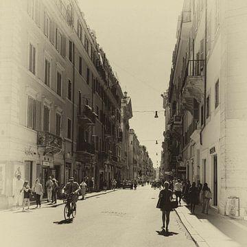 De Via del Corso in Rome. Omgezet in sepia omdat het zo goed past in dit beeld. Moderne straatbeelde van Henk Van Nunen
