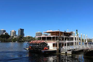 Raderstoomboot in Brisbane, Australië van Ines Porada