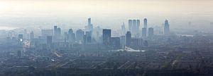 Luchtfoto panorama mistig Rotterdam