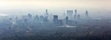Panorama aérien foggy Rotterdam