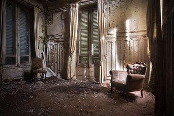 Stoel in Verlaten Kamer. van Roman Robroek