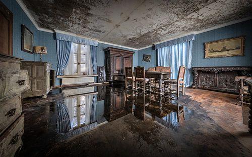 Water in de huiskamer van Inge van den Brande