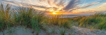 coucher de soleil avec les dunes et la mer du nord II sur eric van der eijk