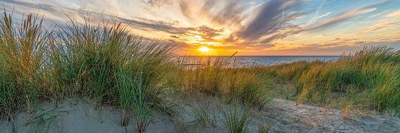 Sonnenuntergang auf den Dünen und der Nordsee