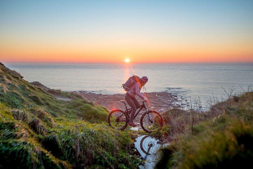 Bike at sea with sunset sur Ruben Dario