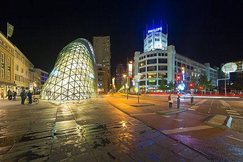 Eindhoven nachtfoto de Blob en Lichttoren van