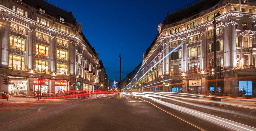 Regent Street in the blue hour sur Michael Echteld