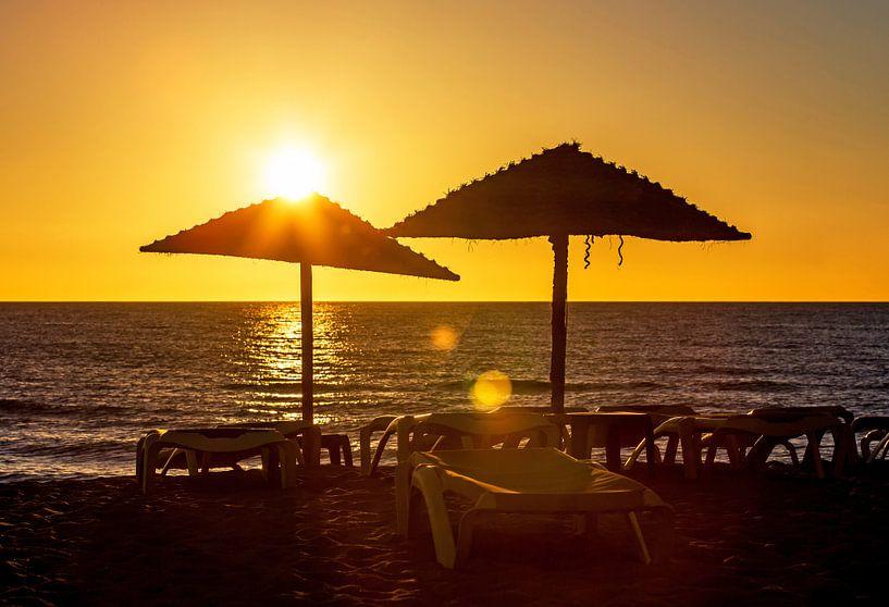 Coucher de soleil sur la plage sur Frank Herrmann