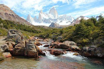 Cerro Chaltén, of Monte Fitz Roy, in Patagonië, op de grens tussen Chili en Argentinië, stroompje op van A. Hendriks