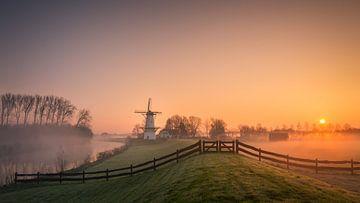 Sunrise at the mill sur Edwin Mooijaart