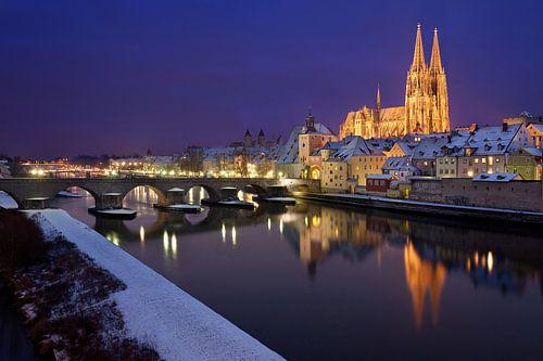Welterbe Regensburg mit steinerner Brücke und Dom