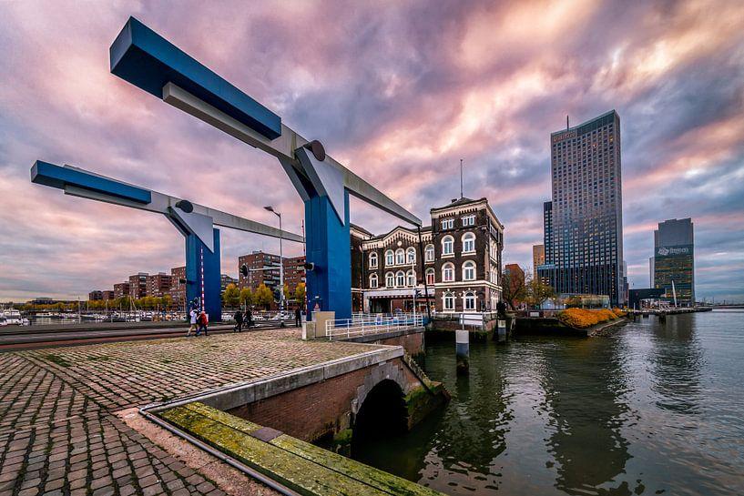 Poortgebouw  tijdens zonsondergang van Prachtig Rotterdam