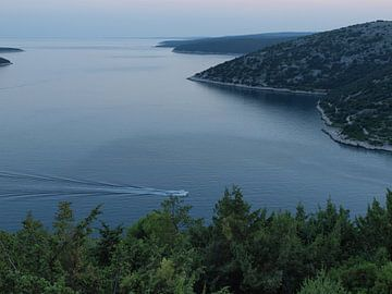 Baai aan de Adriatische kust, Kroatie van Rinke Velds