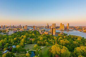 Rotterdam Skyline  van Maurice B Kloots      www.Fototrends.nl